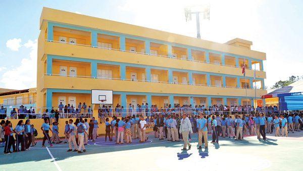 Escuela-publica-El-Dinero-e1617115464250.jpg