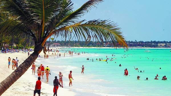 Turistas-Punta-Cana-Arecoa.jpg