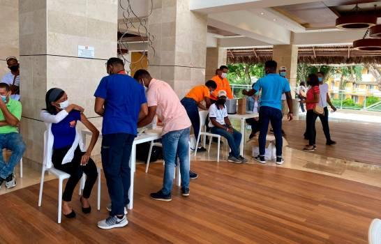 Vacunas-empleados-La-Romana-Diario-Libre.jpg