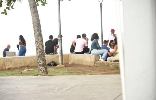 Ciudadanos-en-el-malecon-Diario-Libre.jpg