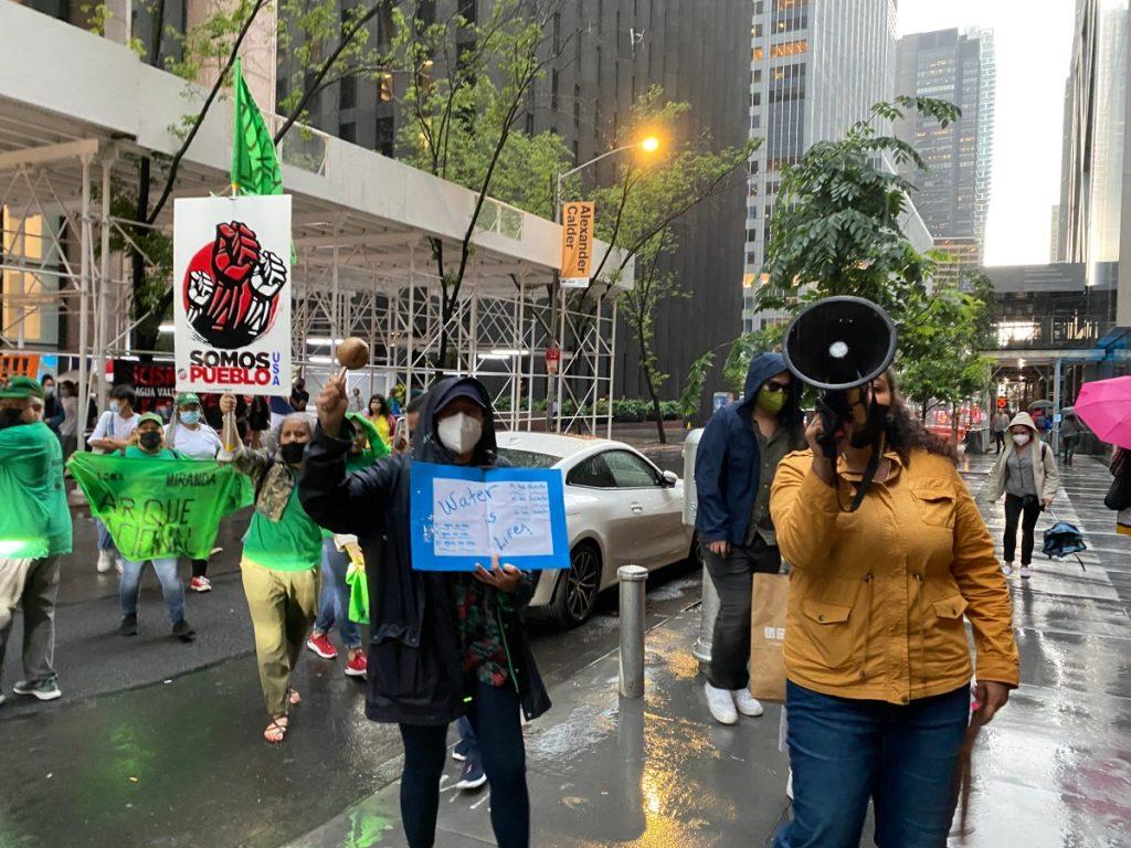 Protesta-contra-Barrick-en-Moma-NY-Hyperallergic-1024x768.jpeg
