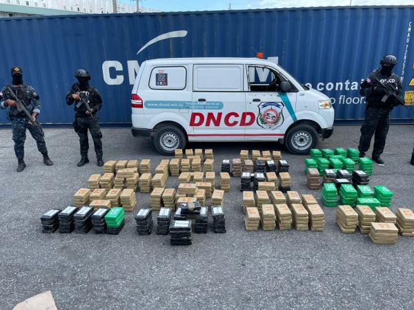 862-paquete-cocaina-Punta-Caucedo-DNCD.jpg