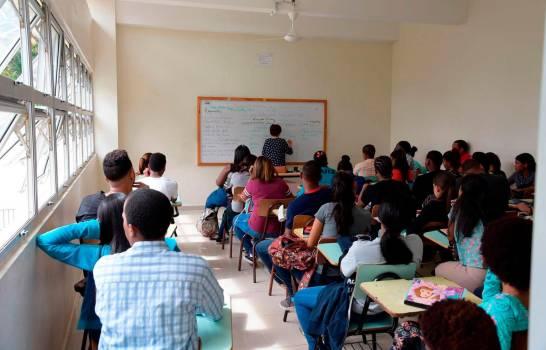 Evaluacion-aspirantes-a-maestros-Diario-Libre.jpg