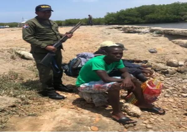 Haitianos-apresados-pesca-ilegal-El-Dia-e1631282850348.png