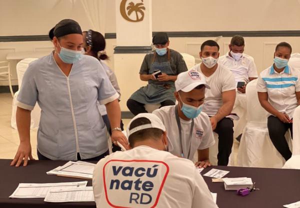 Santiagueros-llamados-a-vacunarse-Listin-Diario-e1631283117795.png